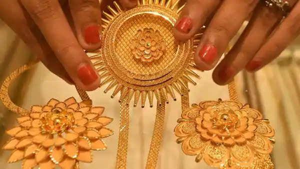 ஹாப்பி நியூஸ்... தங்கம் விலை கிராமுக்கு அதிரடியாக குறைந்தது... இன்றைய நிலவரம் என்ன?